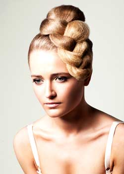 © HAYLEY QUINLIN BY TIKADI HAIR COLLECTION